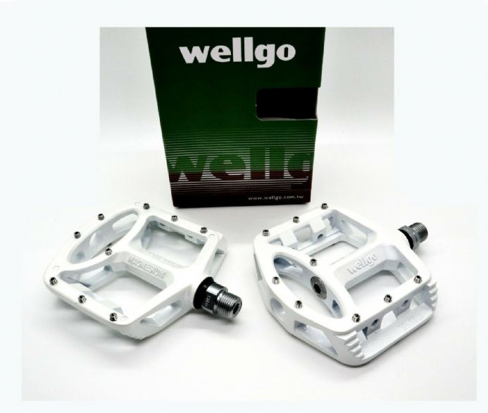 "Wellgo MG1 Sealed Bearing Mountain Bike Platform Pedals - Magnesium  9/16"" White"